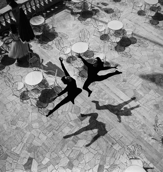 © Mario De Biasi - Il Balletto, Rimini, 1953