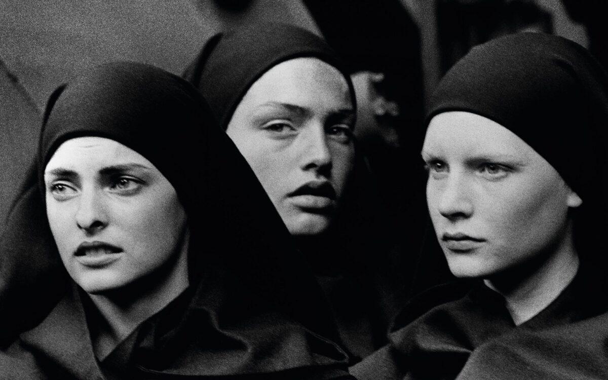 Linda Evangelista, Michaela Bercu and Kirsten Owen, Pont-à-Mousson, 1988 © Peter Lindbergh